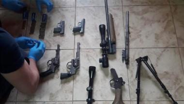 Medio millar de munisiones y distintas armas estaban en poder de una mujer de Comodoro Rivadavia.