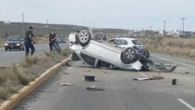 Así quedó el VW Bora de color gris tras una maniobra pistera.