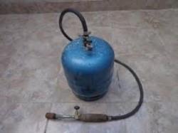 Los ladrones se llevaron garrafas y sopletes para la práctica de artesanías (imagen ilustrativa)