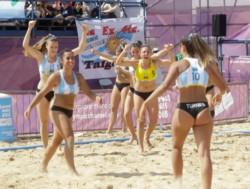 Las chicas del beach handball le ganaron 2-0 a Turquía.