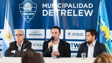 Modernos. Maza (izquierda) Maderna y Narambuena explicaron cómo funcionará la aplicación en Trelew.