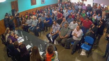 La mesa del Partido, reunida. Ayer hubo un nuevo encuentro del peronismo en su sede de Rawson donde se encontró gran parte de la dirigencia, pero también hubo fuertes ausencias.