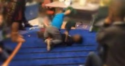 El video fue filmado por un alumno de 10 años que estaba en otra sala y que estaba preocupado por su hermanito, al que veía llorando.