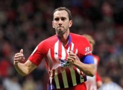 Godín se lesionó, no quiso salir, se fue a jugar de delantero y anotó el gol que le dio al Atlético Madrid el triunfo ante el Athletic Bilbao al último minuto.