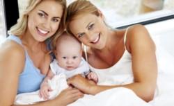 Dos mujeres casadas por la Ley de Matrimonio Igualitario serán madres del hijo que tuvo una de ellas por inseminación casera. (Archivo)