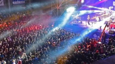 A la presencia de más de un centenar de stands, de una amplia oferta gastronómica, se sumó la marea humana que concurrió para disfrutar de los espectáculo musicales.