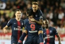 Triplete del uruguayo Cavani más un penal del brasileño Neymar, para el 4-0 del PSG ante el Mónaco que se derrumba.