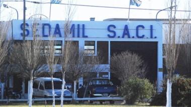 Hoy en Sedamil Trelew comenzaron las suspensiones y hay incertidumbre por el impacto local del cierre de la planta en Buenos Aires.