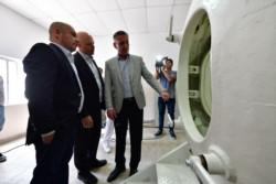 Arcioni y Sastre compartieron el acto de inauguración de la cámara hiperbárica (foto Maxi Jonas)