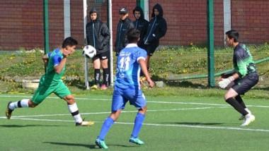El equipo chubutense de fútbol goleó ayer a Los Lagos, por 3 a 0, con goles de julián beloqui y un doblete de Fernando Rodríguez.