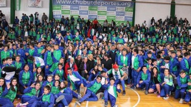La Fundación Banco del Chubut entregó indumentaria a participantes de los Evita y ahora de la Araucanía.