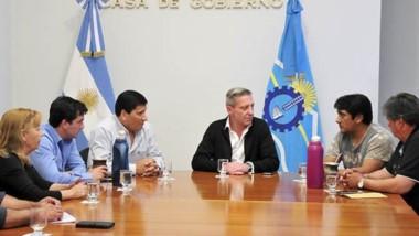 Cumbre. El gobernador ayer por la tarde recibió en Casa de Gobierno a los jefes de las comunas rurales.