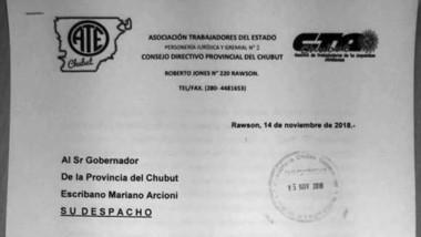 La nota con el pedido del bono de fin de año presentada a Arcioni.