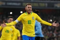 Neymar le dio la victoria a Brasil ante Uruguay, de penal.