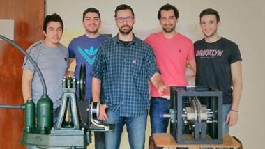 Los investigadores y estudiantes dirigidos por Guillermo Catuogno que trabajan en el proyecto.
