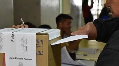 Las urnas esperan fechas, aunque el oficialismo confía en imponer el adelantamiento.