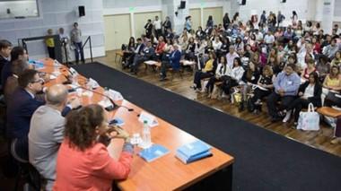 Debate. Una postal de los referentes de los municipios que participaron, en pleno intercambio de ideas y de experiencias en Capital Federal.