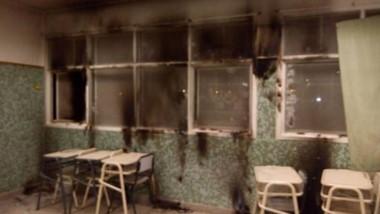 Fuego. Los vándalos prendieron fuego las cortinas y las ventanas quedaron impregnadas de hollín.