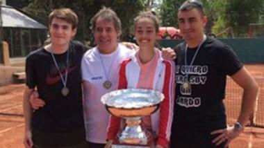 """El equipo """"Rojo"""", conformado por Nicolás Frink, Emilia Maza y los Aristimuño, se quedó con la Copa Davis."""