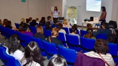 La charla fue dictada por la psicóloga Cinthia Dencor y la trabajadora social Guadalupe Paz Morejón.
