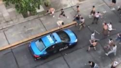 Descontrol y locura en las calles de Floresta: tras perder el clásico contra Atlanta, los hinchas de All Boys se enfrentaron a la policía. Atacaron los móviles a piedrazos y hasta le tiraron las valla