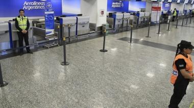 El lunes, más de 40 mil pasajeros no podrán volar por el paro.