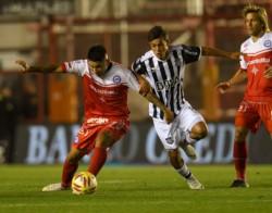 Argentinos perdió con Talleres en La Paternal y profundizó su crisis.