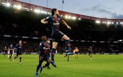 Edinson Cavani feliz, sin Mbappé ni su enemigo Neymar en la cancha. El uruguayo fue el único autor de la victoria del PSG.