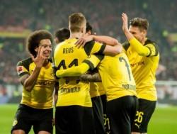 Borussia Dortmund venció al Mainz y llegó a los 30 puntos en la liga alemana, mientras que el Bayern Munich ganaba por dos goles y acabó empatando.