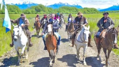 En el marco de las actividades desarrolladas por la localidad, Arcioni hizo la tradicional cabalgata.