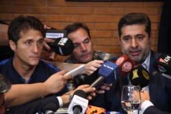 Guillermo Barros Schelotto y Daniel Angelici hablaron en conferencia de prensa.