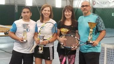 Las parejas Toledo-Muzante y Bragoli-Larrañaga, finalistas de la categoría Mixto B del Torneo Primavera.