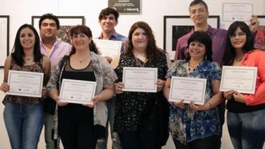 Claudio Alejandro junto a alumnos de los talleres de fotografía que funcionan en Trelew y Gaiman.