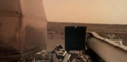 Ya en el suelo, InSight mandó esta fotografía del horizonte marciano. El viaje de la nave tardó siete meses en llegar al planeta rojo.