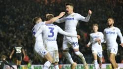 El Leeds de Loco Bielsa venció 1-0 a Reading y está 2º, a un punto del líder Norwich.