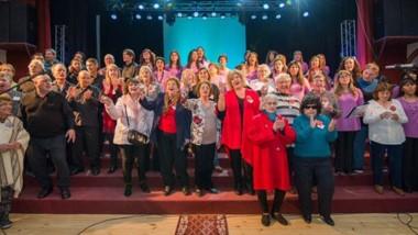 El Coro Municipal de Trelew recibió el Premio a la Trayectoria por sus 50 años de labor con la música.