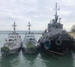 Los dos barcos patrulleros y el remolcador ucranianos detenidos por la Armada rusa. El estrecho es un punto estratégico en la disputa por Crimea.