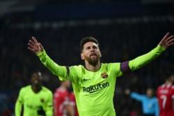 Messi metió un golazo con un potente remate de zurda que dejó parado al arquero del PSV.
