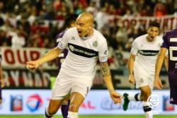 """El """"Tanque"""" Silva puso de cabeza el 2-2 definitivos en el tiempo reglamentario."""