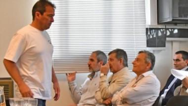 Pesquisa. Correa, parado; en primera fila desde la izquierda, Oca, Pagani y Bortagaray; detrás, Castillo, Cordón, Di Benedetto y Menedin.