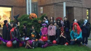 El Taller de Ana y sus alumnos celebraron Halloween. Participaron alrededor de 60 alumnos.