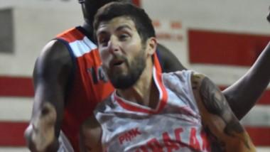 Damián Paura, figura del partido con 30 puntos. Huracán y Racing volverán a jugar entre sí en semifinales.