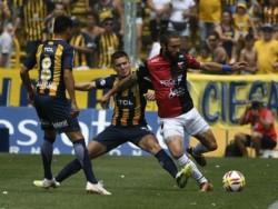 Rosario Central celebró por el clásico y rescató un punto ante Colón.