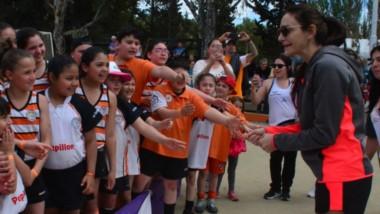 Todas las nenas que participaron se llevaron un recuerdo de Luciana, ya sea a través de un autógrafo o una fotografía. Inolvidable experiencia.