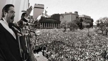 Símbolo. Alfonsín en uno de sus tantos discursos en la recuperación de la democracia en Argentina.