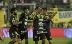 Defensa y Justicia, único invicto de la Superliga, va por más ante Newell's en Rosario.