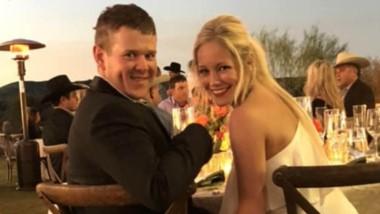 La joven pareja en la boda. Nada haría suponer del terrible final.
