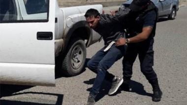 Atrapado. Lo detuvo la Policía justo a tiempo y en plena faena.