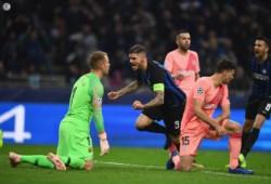 Mauro Icardi marcó la igualdad de Inter, sobre el clasificado Barcelona.