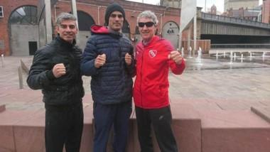 """El preparador físico Andrés Maidana, """"Pachu"""" Castillo y su entrenador, el """"Pampa"""" Ducid. Esperan ansiosos el día de la pelea, este sábado."""